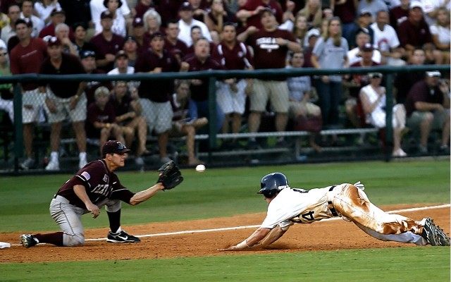 baseball-player-on-field-photo-163516
